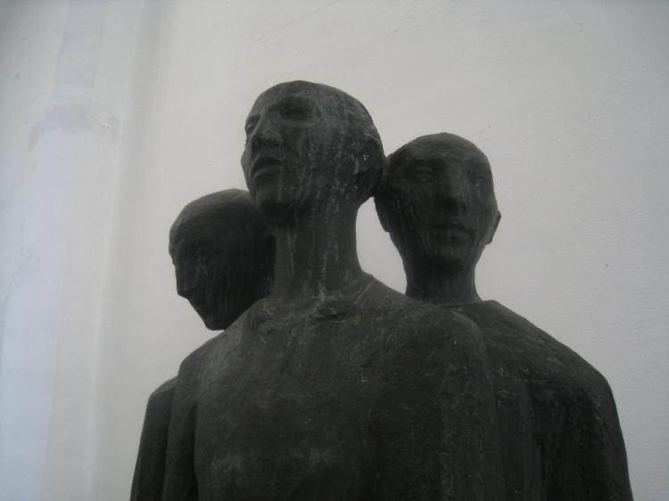 Esculturas en bronce de unos jóvenes (Catedral de Haarlem). Foto: Jose M. Martos
